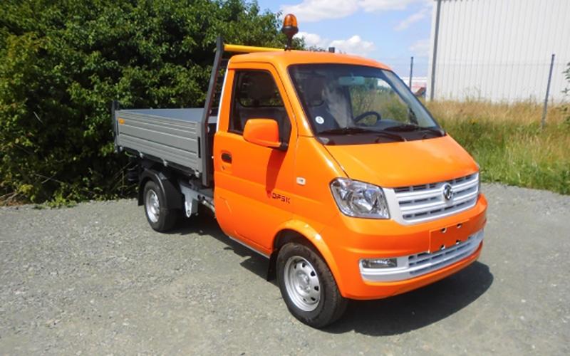 DFSK Leicht-LKW mit Kipper, DFSK Modell Farbe: orange, Aufnahme im Freien, DFSK-Kipper